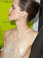Emma Watson flashes side ob boob at premiere