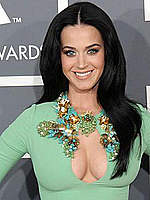Katy Perry cleavage in green dress at Grammy
